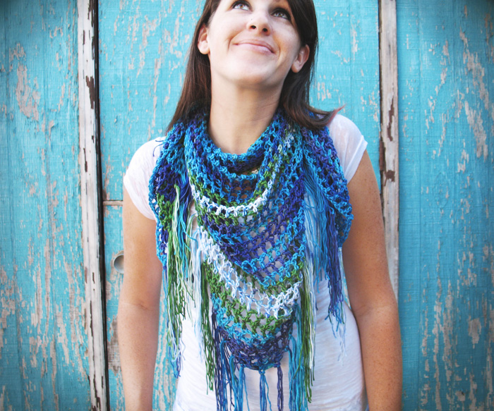 Free Crochet Pattern For Triangular Scarf : Triangle Fringe Scarf